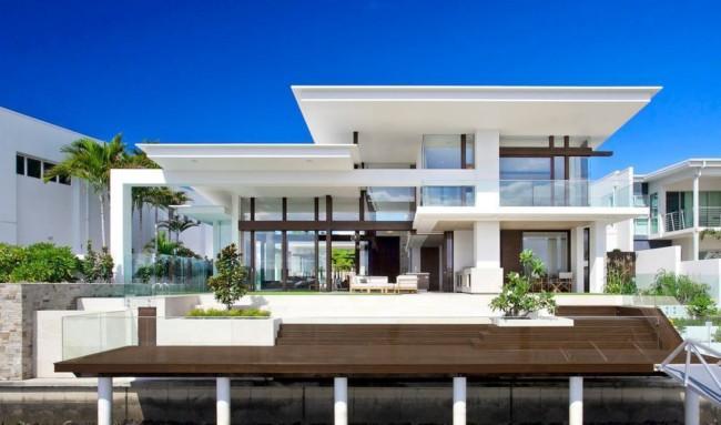 Mansão moderna com fachada branca