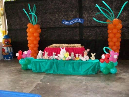 Mesa de pascoa para escola decorada com pelúcias64