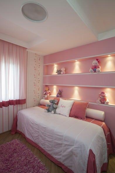 Nichos rosas planejados iluminados para quarto