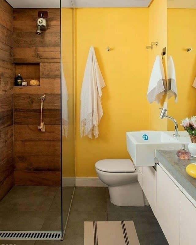 O banheiro amarelo pode transmitir alegria