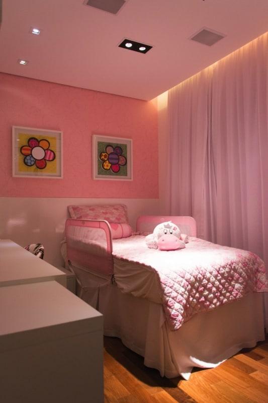 O teto de gesso deixa o quarto infantil mais aconchegante