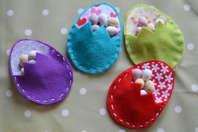 Ovos de Páscoa em feltro para colocar doces14