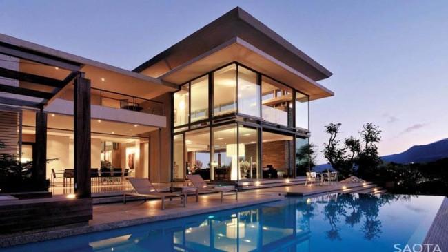 Paredes de vidro na mansão de luxo moderna