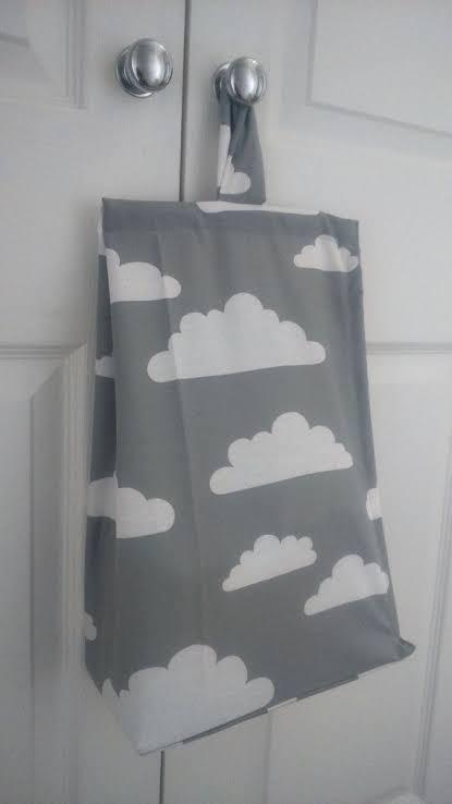 Porta-fraldas de nuvem cinza