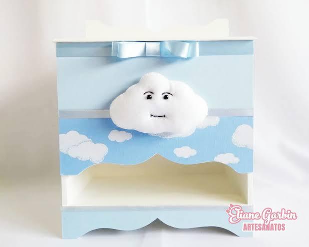 Porta-fraldas de nuvem em MDF