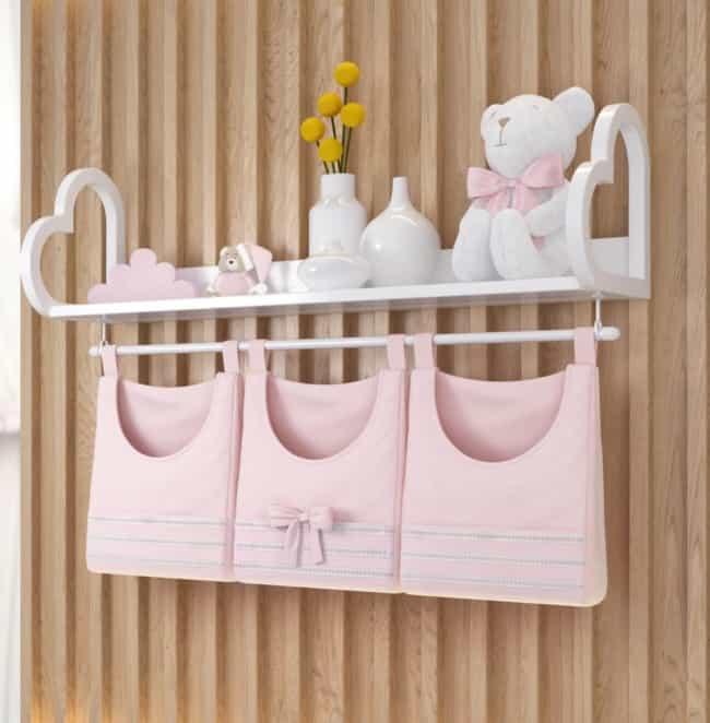 Porta fraldas de parede rosa com laço
