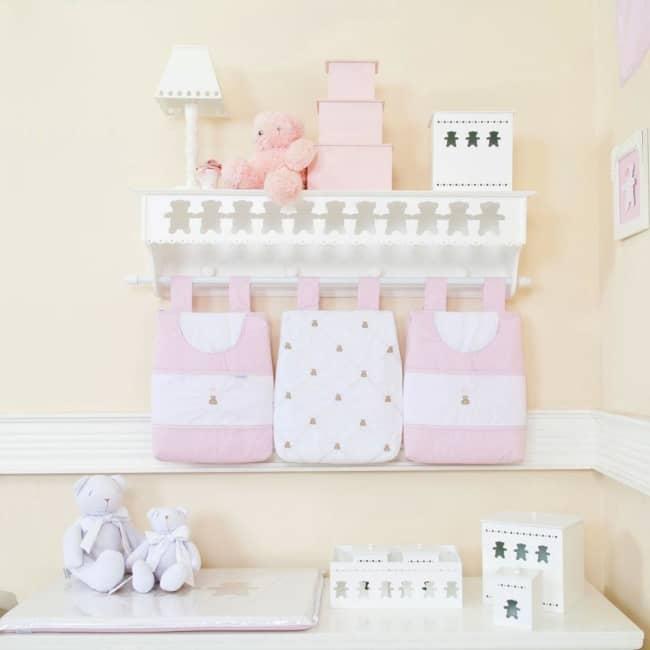 Porta fraldas de parede rosa e branco