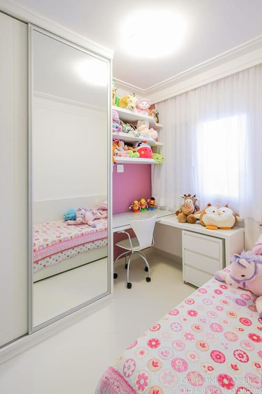 Quarto branco e rosa infantil