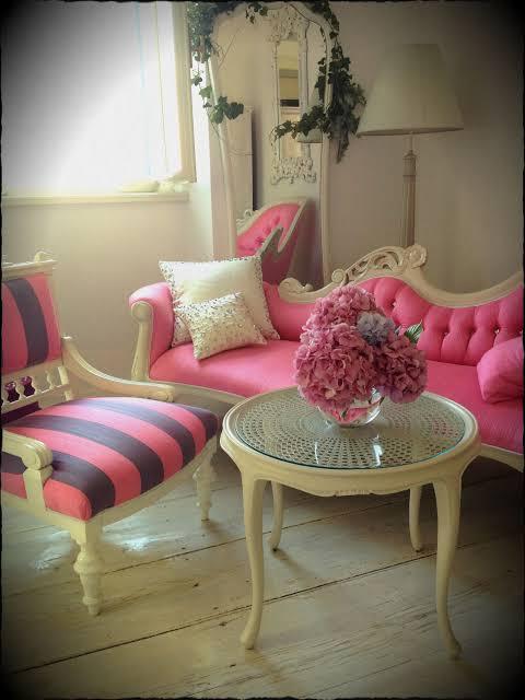 Recamier rosa em decoração de sala