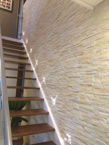 Revestimento de parede com pedra canjiquinha na escada12