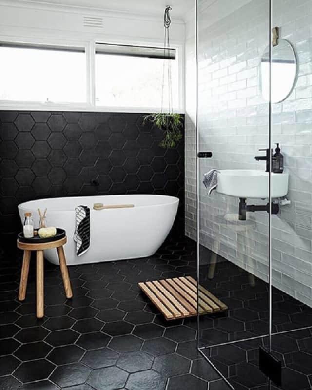Revestimentos diferentes em PB para banheiros