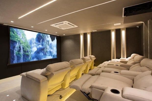 Sala de cinema em mansão