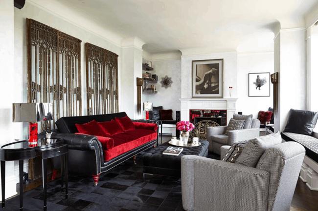 Tapete quadriculado preto de couro em sala de estar