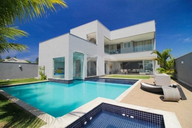 Telhado embutido é característica da mansão de luxo moderna