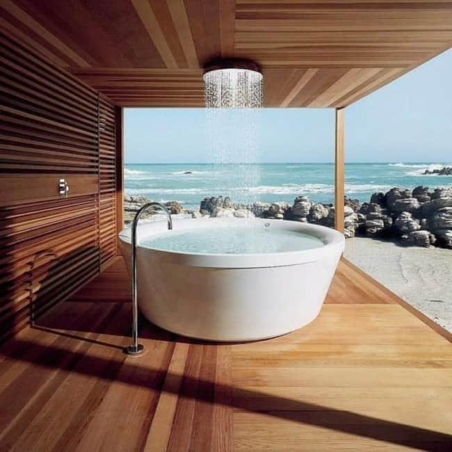 chuveiro de teto com banheira