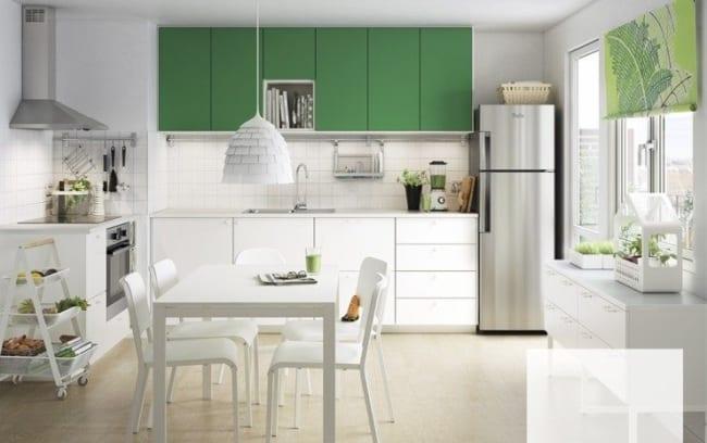 cozinha decorada com greenery