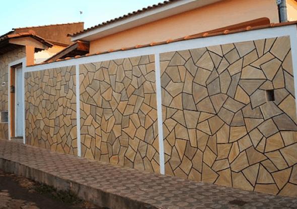 muro grande com cerâmica