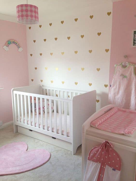 quarto branco e rosa com berço americano branco
