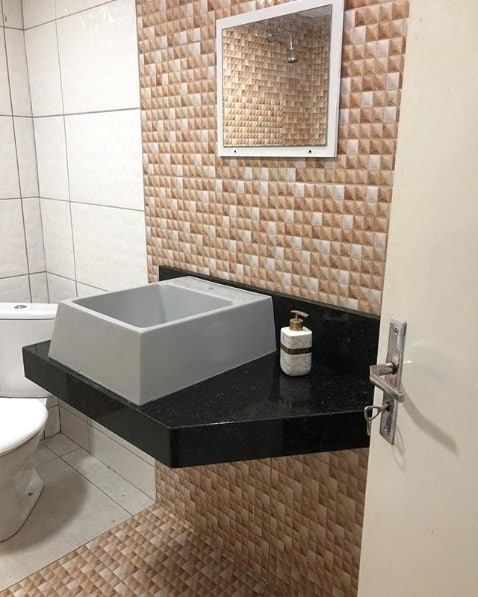 bancada de banheiro em granito verde ubatuba