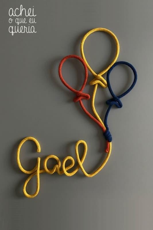 enfeite de porta com nome em i cord