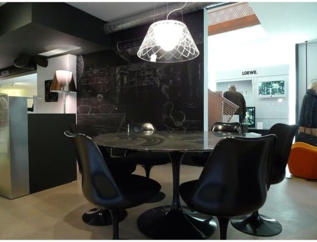 cadeira Saarinen preta na decoração
