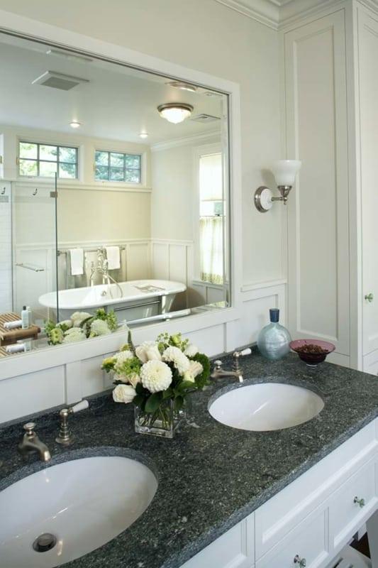 bancada dupla para banheiro em granito verde