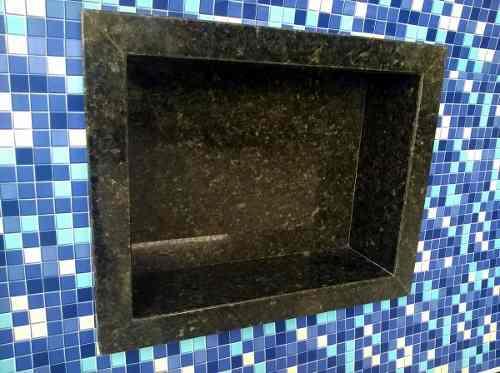nicho de banheiro em granito verde