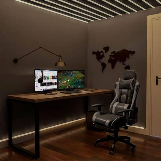 quarto de computador com cadeira gamer