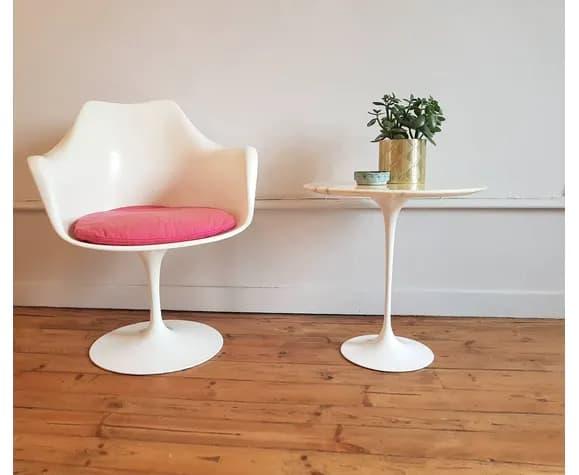 cadeira rosa com braço Saarinen