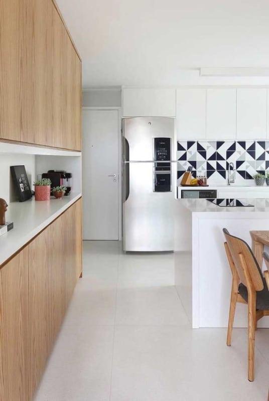 cozinha com piso branco de porcelanato