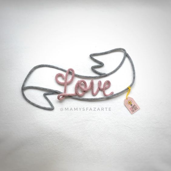 palavra love para decoração em tricotin