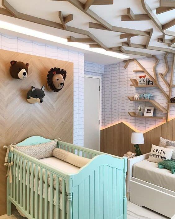 quarto de bebê decorado com berço verde menta