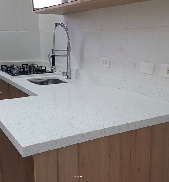 cozinha com bancada branco stellar