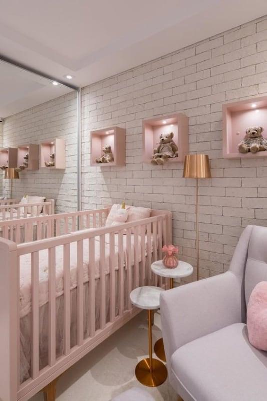 quarto de bebê com berço americano rosa