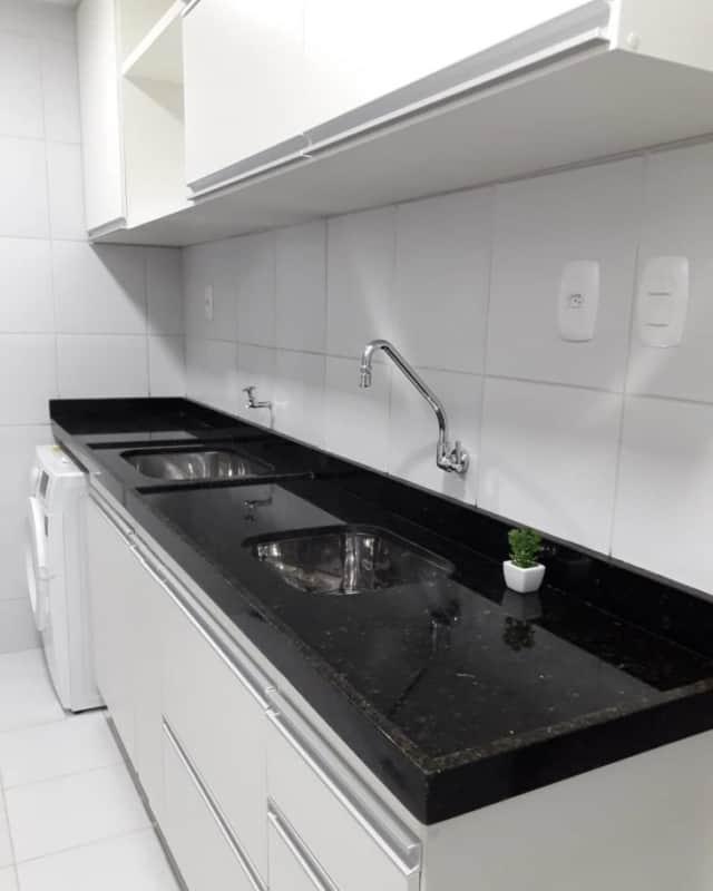 cozinha simples com granito verde