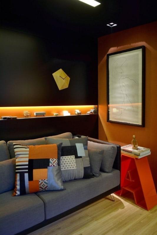 decoração moderna de sala com parede preta