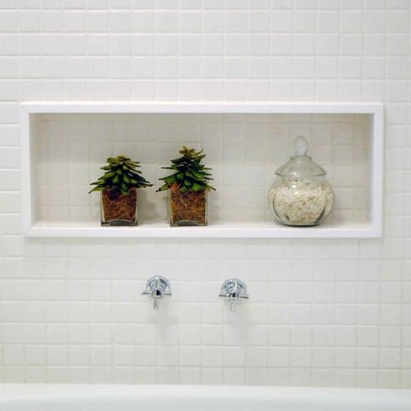 nicho embutido de banheiro em silestone branco