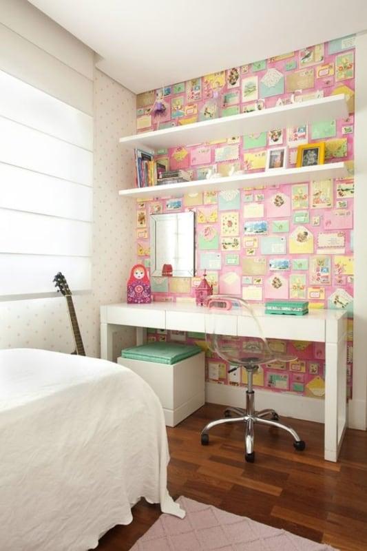 quarto com escrivaninha e cadeira moderna