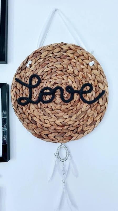decoração com palavra love em rabo de gato