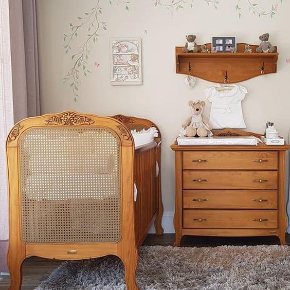 quarto com berço provençal de madeira