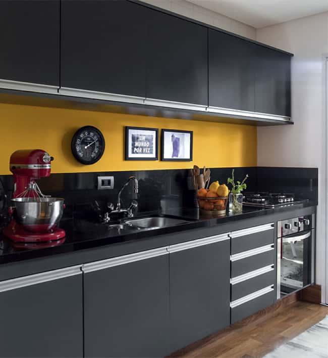 decoração de cozinha preta e amarela