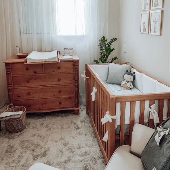 berço tradicional de bebê em madeira