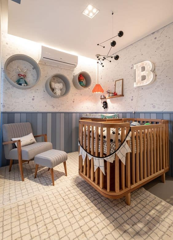 berço de madeira na decoração de quarto de bebê