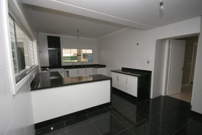 cozinha com piso de granito verde ubatuba