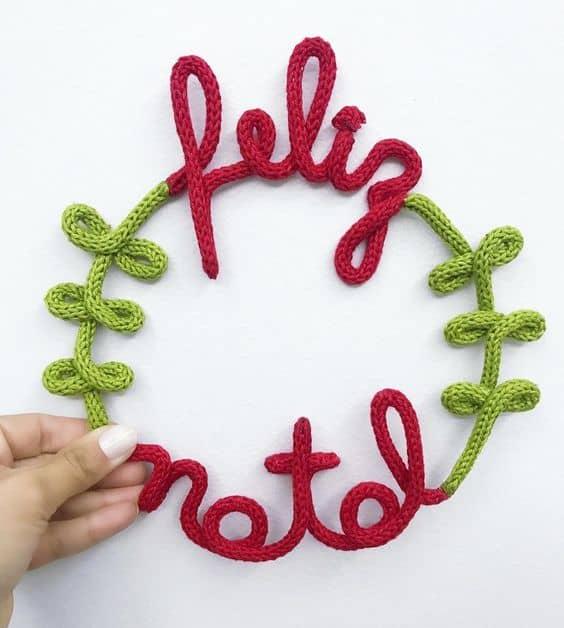 enfeite de porta natalino em tricotin