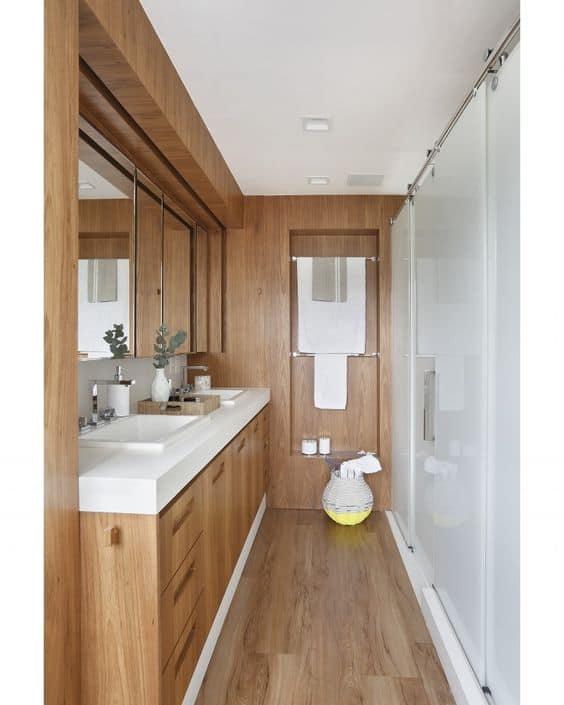 bancada de banheiro com silestone branco e armário de madeira