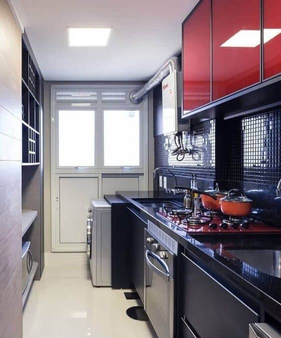 cozinha pequena preta e vermelha