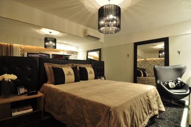 quarto de casal com cabeceira preta