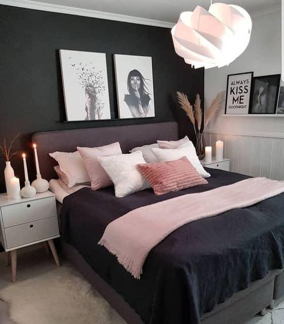 quarto decorado em preto e rosa claro