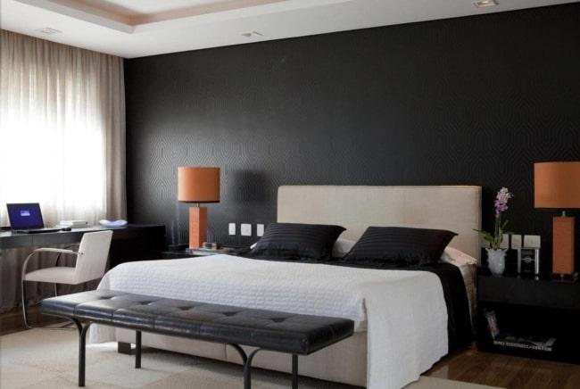 quarto de casal com papel de parede preto